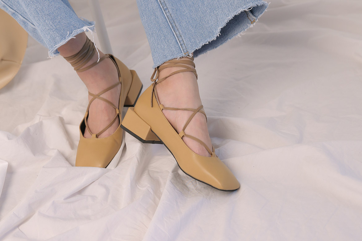Hooly lace-up square sandal