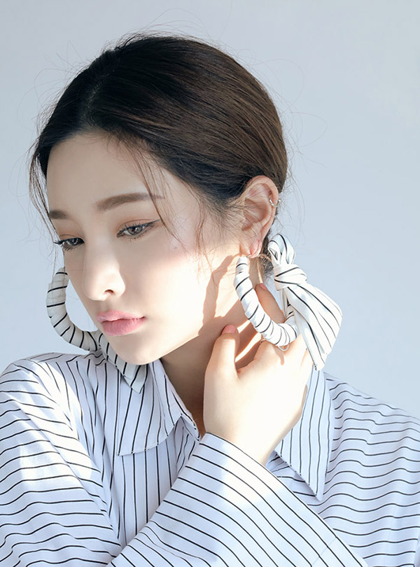 Plain Stripe scarfed hoop earring9월 26일부터 순차 배송가능!!